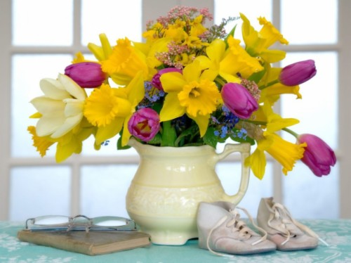 Flowers Still Life Tulips Flower Vase Book Lukisan Bunga Lily Dalam Pasu 2047544 Hd Wallpaper Backgrounds Download