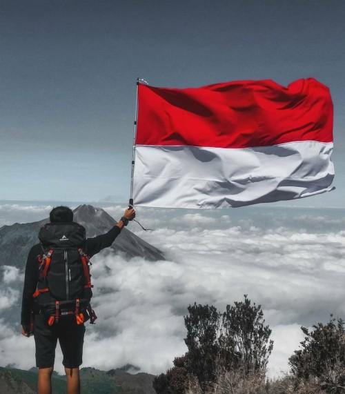 merah putih berkibar di gunung c instagram bendera merah putih diatas gunung 742962 hd wallpaper backgrounds download bendera merah putih diatas gunung